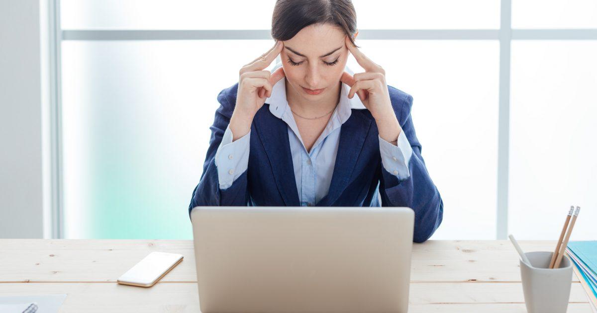 デスクワークの頭痛と腰痛